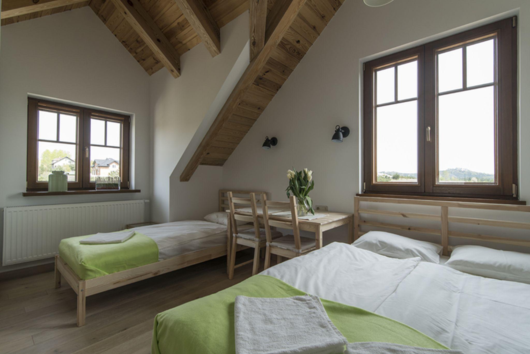 Pokój trzyosobowy z prywatną łazienką podwójne łóżko