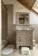 Pokój czteroosobowy z prywatną łazienką
